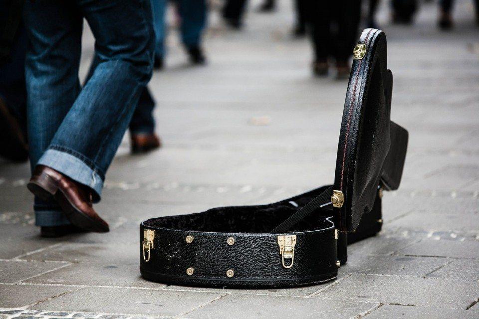 guitar-case-485112_1280-960x640.jpg