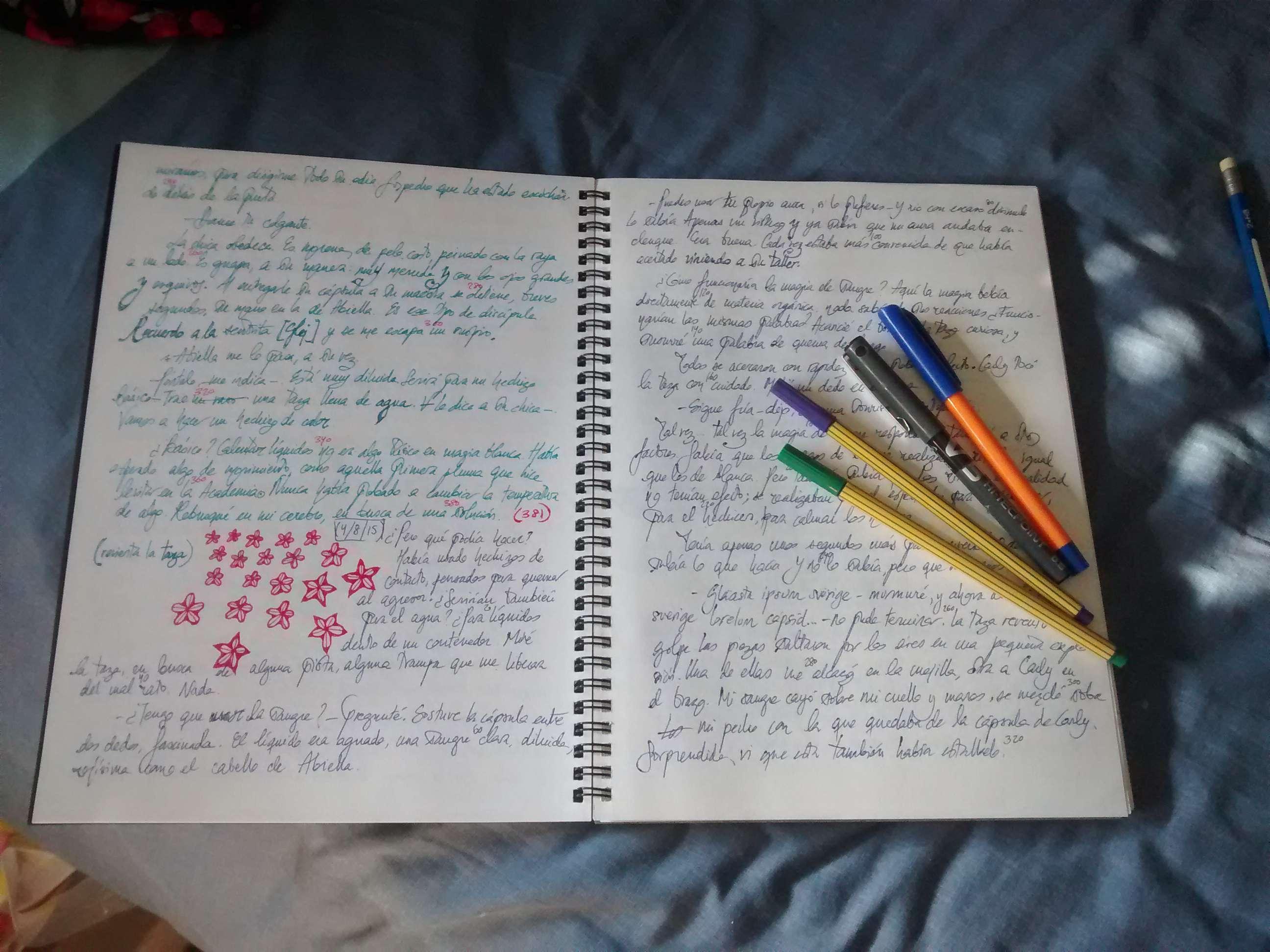Bolis, plumas y cuadernos: 25 autores nos enseñan sus herramientas ...