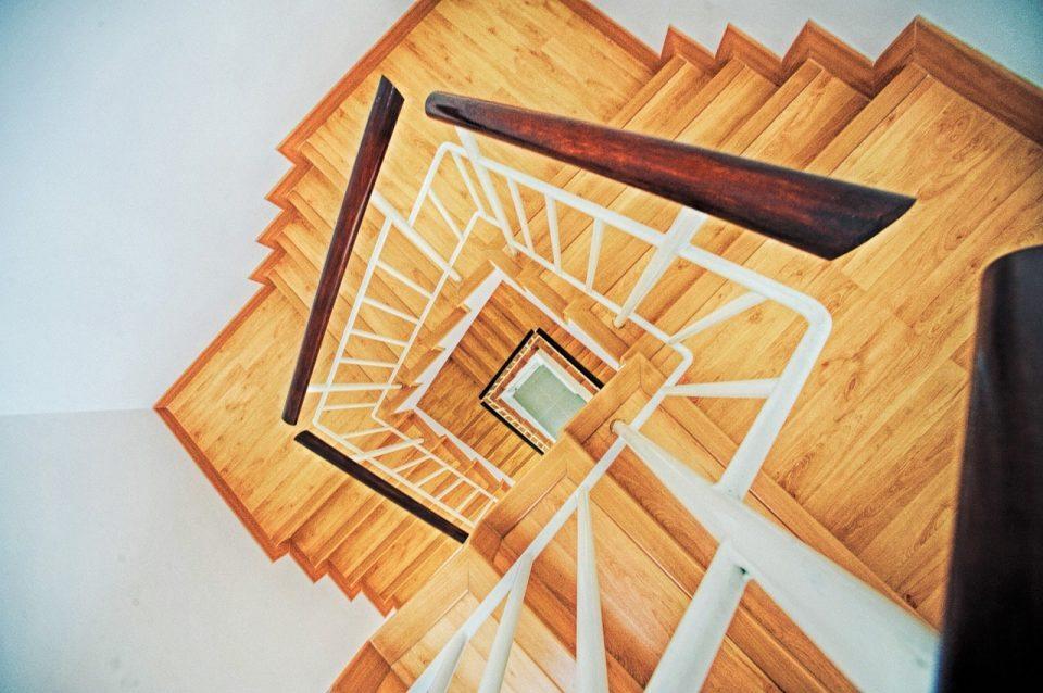 stairs-863348_1280-960x638.jpg